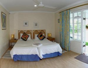 Twin Room with Pool View - Lord Charles