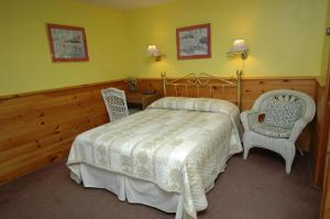 Room #1 - 2 Double Beds with Mountain View
