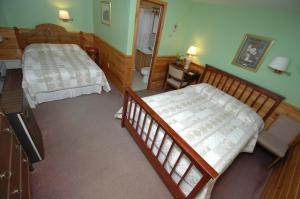 Room #5 - Standard Room with 1 Queen Bed and 1 Double Bed