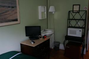 Double Room with One Double Bed and Shared Bathroom - Third Floor-30