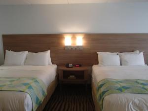 Queen Room with Two Queen Beds with Ocean View - Non Smoking