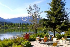 Edgewater Lodge Whistler