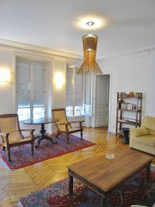 Three-Bedroom Apartment - rue Beaurepaire
