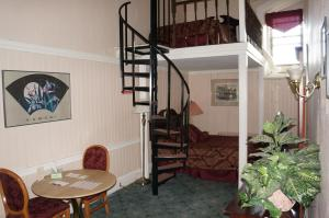 Room with One Double Bed and One Twin Bed - Fifth Floor-52
