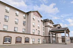 Photo of Ramada Inn & Suites Clairmont