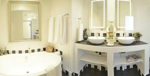 Suite with Bath and Shower