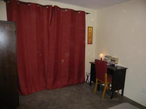 Standard Double Room with Shared Bathroom Orange Room