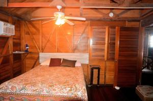 Double Room with Private Bathroom - Queen Upstairs