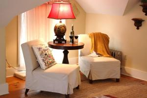 The Oak Bluffs Inn room photos