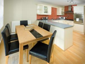 Three Bedroom Townhouse -Old Tolbooth Wynd