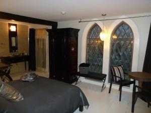 Deluxe Double Room with Balcony - Shower