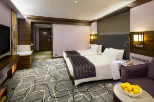 Residence Club Deluxe King or Twin Room