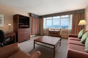 Premium One Bedroom Suite with Two Double Beds and Ocean View
