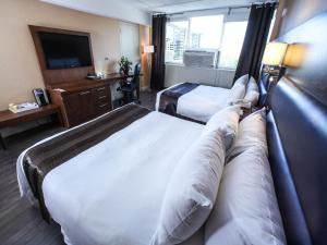 Business Queen Room with Two Queen Beds
