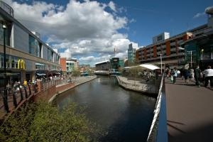 Q Building Apartments in Reading, Berkshire, England