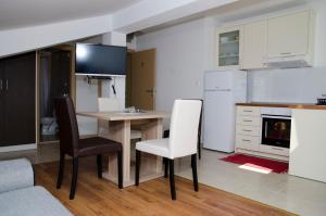 Apartments Deak, Apartmány  Janjina - big - 21