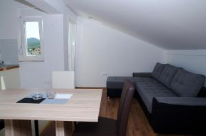 Apartments Deak, Apartmány  Janjina - big - 25