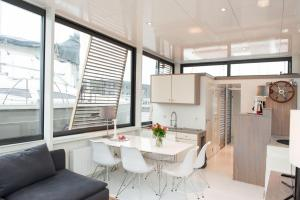 Luxerious Houseboat