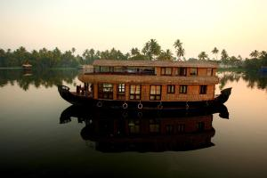 Photo of Ostrich Houseboats
