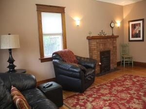 Eastwood Tourist Lodge Vacation Home Four Bedroom