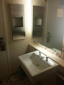 Deluxe Single Room Semi-private bathroom