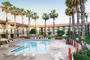Double Tree By Hilton Bakersfield