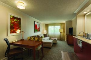 One-Bedroom Corner Suite - Hearing Accessible - No Smoking