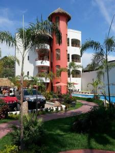 Photo of Hotel Y Suites Los Encantos