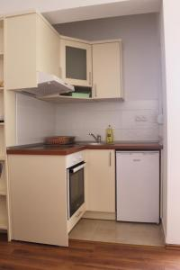 Apartments Deak, Apartmány  Janjina - big - 43
