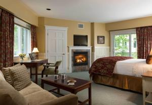 King Suite with Fireplace and River View