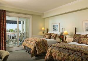 Double Room with Two Double Beds and Partial Harbor View
