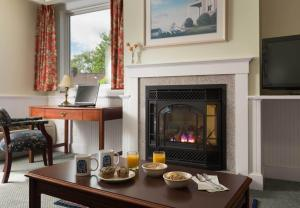 Queen Suite with Fireplace