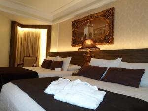 Double Room with Two Double Beds and Side Ocean View