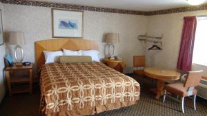Superior King Room/Two King Beds & Pool View
