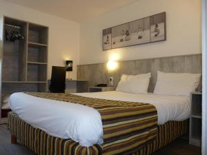 Double Room with 1 Double Bed and 1 Single Bed (2 persons)