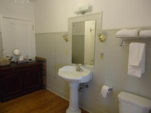 King or Twin Room with Ensuite Bathroom