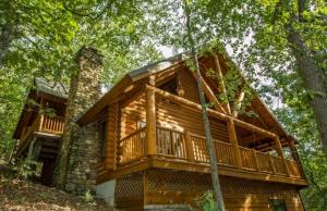 Mountaineer One-Bedroom Cottage with Spa Bath – Hill View