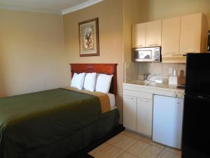 2 Room Suite with Kitchen