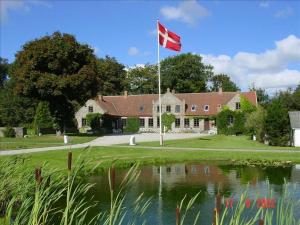 Lille Restrup Hovedgaard Bed and breakfast