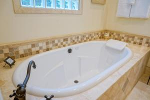 Deluxe King Room with Spa Bath - 2A