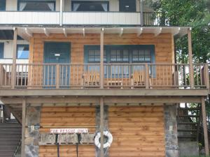 Cabin with Balcony