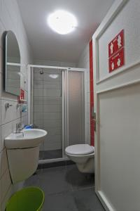 Small Single Room with Shared Bathroom