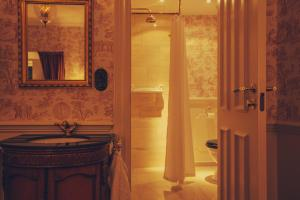 Hotel Pigalle - 25 of 29