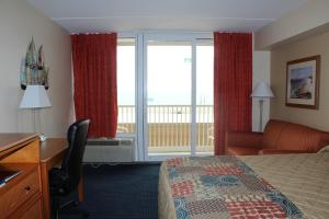 Queen Room with Two Queen Beds - Partial Ocean View and Balcony