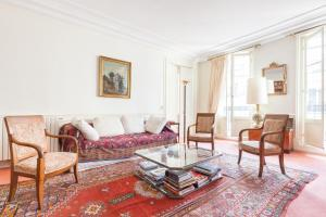 Champs-Elysées Apartments by Onefinestay