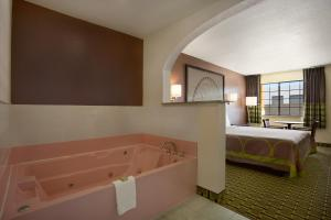 King Suite with Spa Bath - Smoking