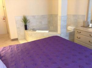 King Room with Whirlpool