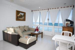 One Bedroom Apartment with Sea View