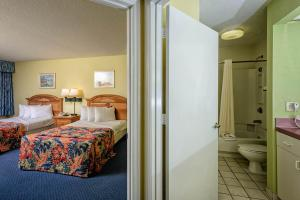 Two-Room Suite with Two Double Beds - Plus Murphy Bed