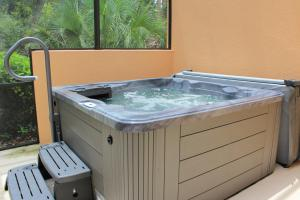 Three-Bedroom Townhouse with Private Hot Tub